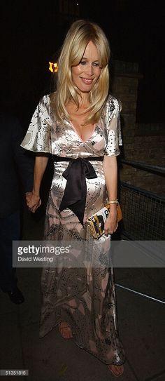 Pregnant Claudia Schiffer (445×1024)