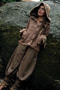 Warmen Frau Jacke Mantel mit Kapuze dunkelbraun von AnuttaraCrafts