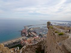 There is many things to do in Alicante, eating tasty food and enjoy nifty beaches, . It is not big or neither to small, it is perfect!