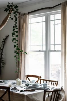 Thanksgiving tabletop decor tips from Beth Kirby ; Gardenista/hanging vines from ceiling, and adding some to the table, too