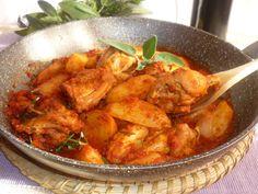 il pollo alla cacciatora della nonna, pollo in tegame, in umido, con patate, la ricetta che mia nonna faceva ogni domenica, a prova di scarpetta