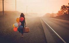 Que procuras? Tudo. Que desejas? Nada. Viajo sozinha com o meu coração. Não ando perdida, mas desencontrada. Levo o meu rumo na minha mão.(cecília meireles)