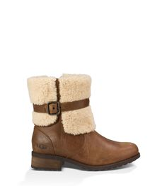 A chicly buckled sheepskin collar helps this boot make a stylish statement. Fashioned from water-resistant leather and sheepskin, the Blayre II wouldn't be complete without a cushioning insole, plush linings, and a rugged outsole for traction.