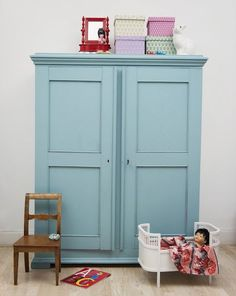 Mooie blauwe kast en natuurlijk de klassieker van #Heico De Rabbit!