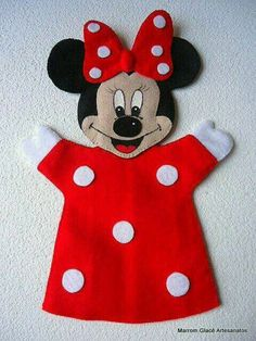 Minnie finger puppet or hand puppet. I love Minnie Glove Puppets, Felt Puppets, Puppets For Kids, Felt Finger Puppets, Puppet Patterns, Felt Patterns, Puppet Crafts, Felt Crafts, Miki Mouse