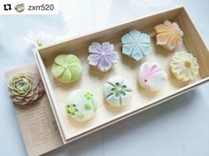 I normally have a crystal with me, and I like light colors. Japanese Wagashi, Japanese Sweets, Japanese Food, Wagashi Recipe, Eclairs, Cute Desserts, Sweet Cakes, Sashimi, Cute Food