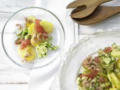 Kartoffel-Avocado-Salat - mit Krabben - smarter - Kalorien: 332 Kcal - Zeit: 50 Min. | eatsmarter.de Yummy .. Dieser Kartoffelsalat schmeckt dank Avocado noch besser.