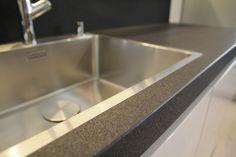 Blat kuchenny z konglomeratu kwarcowego Nero z antykowaną powierzchnią #granmar.net