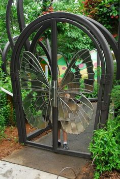 Butterfly Gate, too beautiful for words. Would love this for our main entrance patio. Metal Gates, Iron Gates, Metal Garden Gates, Wooden Garden, Door Gate, Fence Gate, Gate 2, Fencing, Plafond Design