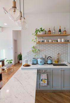 Kitchen Backsplash Inspiration, White Kitchen Backsplash, Kitchen Redo, Home Decor Kitchen, Interior Design Kitchen, New Kitchen, Home Kitchens, Kitchen Remodel, Wall Tiles For Kitchen