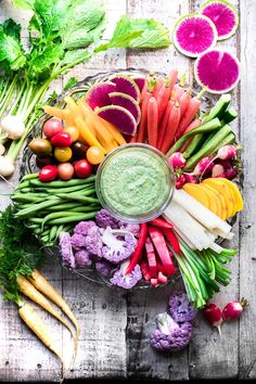 Whipped Basil Ricotta with Spring Crudité this healthy raw vegetable appetizer with a fluffy herb ricotta dip is a perfect way to welcome the new season app. Appetizers Table, Vegetable Appetizers, Appetizer Dips, Healthy Appetizers, Healthy Dips, Healthy Food, Quick Pasta Sauce, Ricotta Dip, Homemade Pesto Sauce