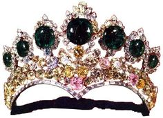 The name Farah's favorite tiara is self explanatory, as she was often seen wearing this tiara on formal occasions such as during her husbands official visit to the United States and Canada in 1965. Like the Noor-ul-Ain tiara this tiara was also designed and manufactured by Harry Winston Inc. the New York Jewelers, and also for the same occasion, the marriage of Empress Farah Diba, to Mohammed Reza Shah Pahlavi in 1958.