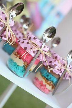 Banana pudding instead Dessert Boxes, Dessert In A Jar, Dessert Table, Unicorn Birthday, Unicorn Party, Menue Design, Mason Jar Desserts, Wedding Snacks, Cake In A Jar