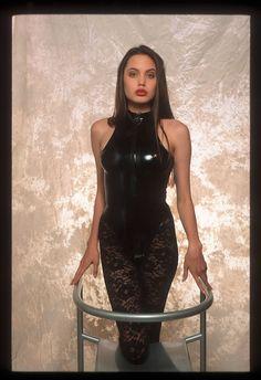 OMG! Las fotos de Angelina como modelo a los 16