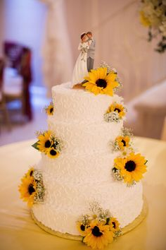 White wedding cake with sunflowers Arizona Weddi Wedding Cake Prices, Floral Wedding Cakes, Wedding Cake Rustic, Fall Wedding Cakes, White Wedding Cakes, Yellow Wedding, Wedding Cake Designs, Wedding Themes, Dream Wedding