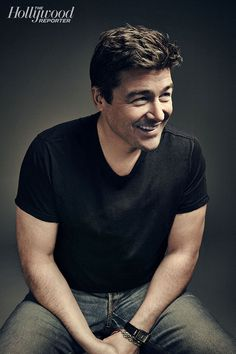 """Bar-Hopping With Kyle Chandler: 'Friday Night Lights' Star on His """"Dark, Evil"""" Period, Comedy Dreams and Return to TV - Hollywood Reporter"""