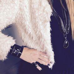 #swarovski, #plexiglass, #black, #chain, #white