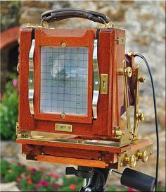 4X5 wood, flatbed, folding field camera....Looks like a Zone VI