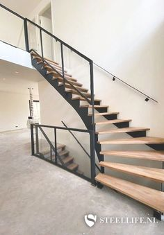 Stalen trap met keepboom in Bergen op Zoom op roukens.nl Open Trap, Open Stairs, Stairway To Heaven, Staircase Design, Stairways, New Homes, House Design, Trap Decor, Display