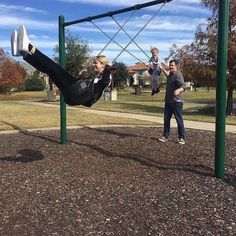 Selena Gomez Gracie and Brian playing at a park in Texas  @selenagomez Gracie y Brian jugando en un parque en Texas  #SelenaGomez #Selena #Selenator #Selenators #Fans