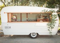 Rent one of our unique Tinker Tin Trailer Co. vintage trailers for your next special event, photoshoot or wedding! Offering a variety of vintage bar, photo booth & camper trailer rentals! Caravan Bar, Caravan Vintage, Vintage Caravans, Vintage Bar, Vintage Decor, Bedroom Vintage, Vintage Trucks, Unique Vintage, Vintage Style