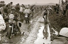Be great to see another wet and muddy Paris - Roubaix this year. Bored of dry and dusty races. Paris Roubaix, Vintage Cycles, Vintage Racing, Cycling Art, Road Cycling, Velo Retro, Bike Poster, Push Bikes, Bicycle Race