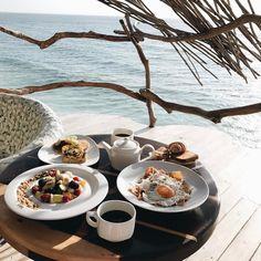 """""""Mi piace"""": 135, commenti: 9 - Ariana Lauren (@arianalauren) su Instagram: """"Breakfast with the most incredible view! #azulikskyvilla #azuliktulum #breakfast"""""""