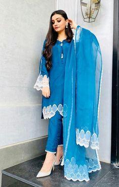 Pakistani Fashion Party Wear, Pakistani Dresses Casual, Indian Bridal Fashion, Indian Fashion Dresses, Pakistani Dress Design, Indian Designer Outfits, Indian Outfits, Latest Pakistani Fashion, Beautiful Pakistani Dresses