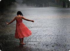 La Vida No Se Trata  De Sobrevivir a una Tempestad  Se Trata de Danzar Bajo La Lluvia