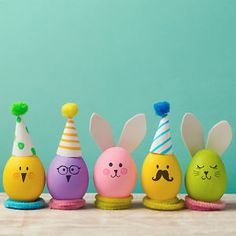 Looking for some easy Easter crafts to do with the kids? These simple egg decorating ideas will have you inspired. Cute, inexpensive and practically mess free. What more could you ask for?