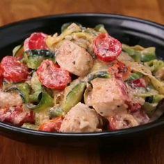"""Creamy Chicken Zucchini """"Linguini"""" 🍝  by - Zucchini rezepte Healthy Dinner Recipes, Keto Recipes, Cooking Recipes, Amish Recipes, Dutch Recipes, Healthy Meals, Healthy Food, Linguine, Chicken Zucchini"""