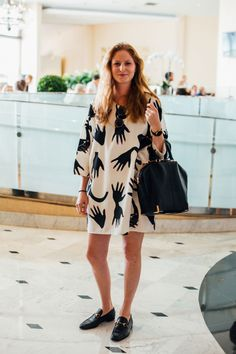 Street Style From Art Basel Miami Beach Photo: Emily Malan Quirky Fashion, Cool Street Fashion, Daily Fashion, Street Style, Miami Beach Fashion, Art Basel Miami, Fashion Prints, Europe Packing, Traveling Europe