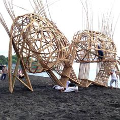 To raise awareness about the significance of bamboo, a collective of groups hosted the Lombok International Bamboo Architecture Festival in December Installation Architecture, Bamboo Architecture, Architecture Design, Lombok, Bamboo Weaving, Willow Weaving, Small House Diy, Bamboo Art, Bamboo Ideas