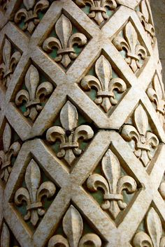 """Fleur-de-lis columns in Paris. BBC Boracay says: """" Will use this in our next vacation house here on Boracay. Oui Oui, French Decor, Architectural Elements, Architecture Details, Victorian Architecture, Wood Carving, Textures Patterns, Oeuvre D'art, Sculptures"""