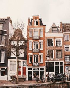 Here is a great suggestion for your Amsterdam travel: the finest method to see the entire city of Amsterdam is to travel by bike. Amsterdam Photos, Visit Amsterdam, Amsterdam Travel, Amsterdam Houses, Oh The Places You'll Go, Places To Travel, Places To Visit, City Aesthetic, Travel Aesthetic