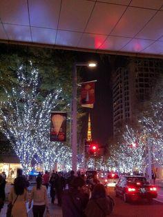 六本木ヒルズ Places In Tokyo, Roppongi Hills, Tokyo Japan, Christmas Tree, Holiday Decor, Heart, Travel, Getting To Know, Teal Christmas Tree