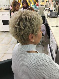 Cute hair cuts - New Site Ash Blonde Short Hair, Short Choppy Hair, Short Grey Hair, Short Hair Older Women, Short Hair With Layers, Short Pixie Haircuts, Cute Hairstyles For Short Hair, Curly Hair Styles, Hair Styles For Women Over 50