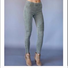 Olive Moto Jeggings! A MUST HAVE! Beyond comfy and chic with the ankle zipper detail. These legging pants are truly flattering! A fall winter MUST HAVE! Sizes: 1 S, 1 M, 2 L Note: I can possible order more colors, comment if you are looking for a specific color!! Pants