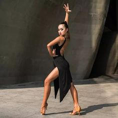 Dance Picture Poses, Dance Photo Shoot, Dance Poses, Dance Images, Dance Pictures, Latino Dance, Latino Americano, Dance Photography Poses, Sports Skirts