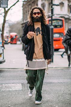2017-02-18のファッションスナップ。着用アイテム・キーワードはサングラス, スニーカー, パンツ, ブルゾン, Tシャツ,etc. 理想の着こなし・コーディネートがきっとここに。| No:196667