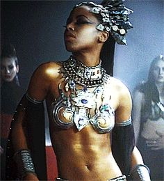 queen of the damned akasha GIF Black Vampire, Female Vampire, Vampire Queen, Vampiro Lestat, Lestat And Louis, Winchester, Chica Gato Neko Anime, Aaliyah Style, Queen Of The Damned