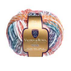 """""""Teide"""", un ovillo 55% Lana y 45% Acrílico de 50 gramos y 90 metros (98 yardas), ideal para usar con agujas del número 6-7. Cuenta con un surtido de 8 colores."""