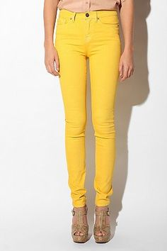 Been wanting yellow pant for a while and I finally got some !!! Well capris but still ! :)