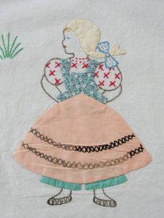 Darling Vintage 30 40s Hand Appliqued Embroidered Crib coverlet