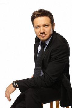 Jeremy Renner, I'm trying to figure out what he's thinking in this photo :)