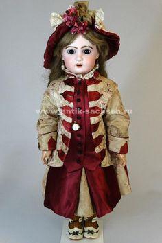 Французская антикварная кукла, сделана в 1890 годы на фабрике Jumeau в Париже.