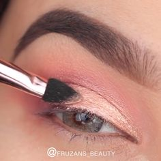 Easy Eye Makeup Tutorial - This elegant makeup is all you need to feel perfect . - Easy Eye Makeup Tutorial – This elegant makeup is all you need to feel perfect 😍😍 – - Makeup Looks Tutorial, Smokey Eye Makeup Tutorial, Eye Makeup Steps, Easy Eyeshadow Tutorial, Makeup Tutorial Videos, Make Up Tutorial, Eyeshadow Tutorials, Eyeliner Tutorial, Eye Tutorial