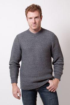Sweater escote V subido
