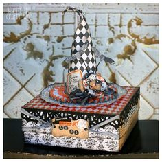 Altered box with witches hat. Halloween Tags, Halloween Projects, Holidays Halloween, Halloween Decorations, Halloween Ideas, Halloween Tricks, Halloween Queen, 3d Paper Crafts, Paper Crafting