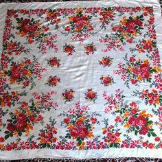 Павловопосадский платок ручной набойки советского период Шаль Павловопосадская производства 1970-х годов. Размер 142 см на 142 см. Состав ткани смесовый ( 50% хлопок, 50 % шелк). Кисти шелковые. Отличное состояние сундучного хранения. Не носилась. Небольшая утрата бахромы (легко восстанавливается), несколько небольших пятен (легко выводятся). Cotton Silk, Shawl, Old Things, Drawings, Prints, Handmade, Hand Made, Sketches, Drawing